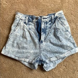 Selling the a&f shorts! amazing price !